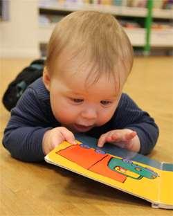 Bebis med bok